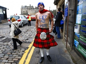 James Wallace wears a kilt as he stands outside the entrance to Edinburgh castle in Scotland January 25, 2012.   REUTERS/David Moir