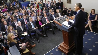 Reporters listen to U.S. President Barack Obama speak about the sequester after he met with congressional leaders at the White House in Washington, March 1, 2013. REUTERS/Kevin Lamarque