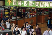 Shoppers walk past small shops at an underground mall in Zhuhai, neighboring Macau April 29, 2013. REUTERS/Staff  