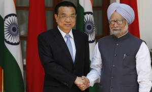Chinese Premier Li Keqiang (L) shakes hands with India's Prime Minister Manmohan Singh during a photo opportunity ahead of their meeting at Hyderabad House in New Delhi May 20, 2013. REUTERS/Adnan Abidi