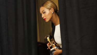 "Sony Music act Beyonce looks out at the photographers as she comes backstage to pose with her award for Best Traditional R&B Performance for ""Love On Top"" at the 55th annual Grammy Awards in Los Angeles, California February 10, 2013.  REUTERS/Mario Anzuoni"