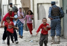 Children run away after an explosion in Kabul May 24, 2013. REUTERS/Omar Sobhani