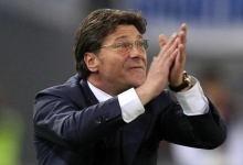 Walter Mazzarri reacts during their Italian Serie A soccer match  against AS Roma at the Olympic stadium in Rome April 28, 2012.    REUTERS/Stefano Rellandini