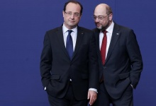 France's President Francois Hollande listens to European Parliament President Martin Schulz (R) as they pose for a family photo during an European Union leaders summit meeting to discuss the European Union's long-term budget in Brussels February 7, 2013. REUTERS/Francois Lenoir