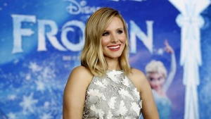 "Cast member Kristen Bell poses at the premiere of ""Frozen"" at El Capitan theatre in Hollywood, California November 19, 2013. REUTERS/Mario Anzuoni"
