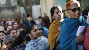 Voters line up in a queue outside a polling booth to cast their vote during the state assembly election in Delhi December 4, 2013. REUTERS/Anindito Mukherjee