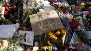 Flowers and messages left in tribute to South Africa's former president Nelson Mandela are seen outside the South African High Commission in central London December 8, 2013.  REUTERS/Olivia Harris