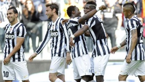 Juventus' Kwadwo Asamoah (C) celebrates with his teammates Carlos Tevez (L), Claudio Marchisio (2nd L), Paul Pogba (2nd R) and Arturo Vidal (R) after scoring against Fiorentina during their Italian Serie A soccer match at Juventus Stadium in Turin March 9, 2014. REUTERS/Giorgio Perottino