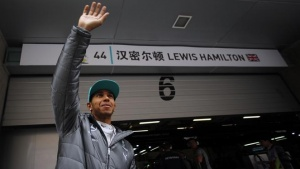Mercedes Formula One driver Lewis Hamilton of Britain waves to the crowd before the second practice session of the Chinese F1 Grand Prix at the Shanghai International circuit, April 18, 2014. REUTERS/Carlos Barria