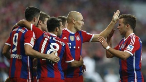 Bayern Munich's Robert Lewandowski (L-R), Thomas Mueller, Juan Bernat, Arjen Robben and Mario Goetze celebrate a goal during their German Bundesliga first division soccer match against Wolfsburg in Munich August 22, 2014. REUTERS/Michaela Rehle