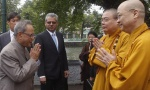 President Pranab Mukherjee (L) greets Vietnamese Buddhist monks Thich Thanh Nha (R) and Thich Thanh Nhieu upon arriving at Tran Quoc Pagoda in Hanoi September 16, 2014.REUTERS/Kham