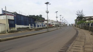 An empty street is seen at the start of a three-day national lockdown in Freetown September 19, 2014. REUTERS/Umaru Fofana