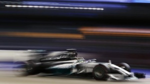 Mercedes Formula One driver Lewis Hamilton of Britain drives during the Singapore F1 Grand Prix at the Marina Bay street circuit in Singapore September 21, 2014. REUTERS/Edgar Su