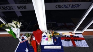 Messages and flowers of tribute to Australian cricketer Phillip Hughes can be seen outside the Cricket New South Wales headquarters located at the Sydney Cricket Ground (SCG) November 28, 2014. REUTERS/David Gray