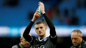Football - Manchester City v Leicester City - Barclays Premier League - Etihad Stadium - 6/2/16. Leicester City's Jamie Vardy applauds the fans at the end of the gameAction Images via Reuters / Jason Cairnduff/Livepic