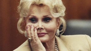 Zsa Zsa Gabor is seen during a court proceeding in Beverly Hills in this May 1, 1990 file photograph. REUTERS/Pool/Files