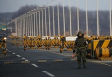 A South Korean soldier stands guard at a checkpoint on the Grand Unification Bridge which leads to the inter-Korean Kaesong Industrial Complex in North Korea, just south of the demilitarized zone separating the two Koreas, in Paju, South Korea, February 11, 2016.   REUTERS/Kim Hong-Ji