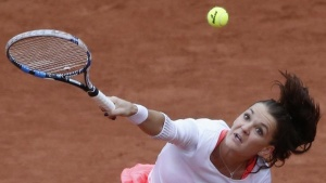 Tennis - French Open - Roland Garros - Tsvetana Pironkova of Bulgaria v Agnieszka Radwanska of Poland - Paris, France - 31/05/16. Agnieszka Radwanska serves. REUTERS/Pascal Rossignol