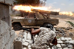 Libyan forces allied with the U.N.-backed government fire weapons during a battle with IS fighters in Sirte, Libya, July 21, 2016. REUTERS/Goran Tomasevic