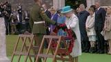 Queen lays wreath for war dead
