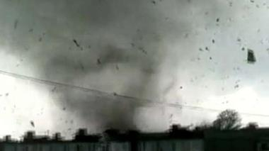 Video captures tornado ripping through small town in Russia