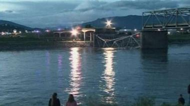 Bridge collapses in Washington state
