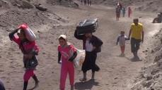 Iraqi Yazidis flee violence, cross into Turkey