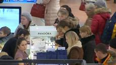 Weak rouble rebounds, but Russians keep up seasonal spending spree