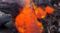 Lava flow moves closer to Hawaii shopping area
