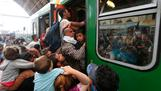 Desperate migrants storm Budapest station
