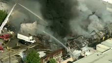 Fire engulfs commercial building in Los Angeles