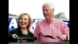 Bill Clinton, Loretta Lynch meet privately amid email investigation