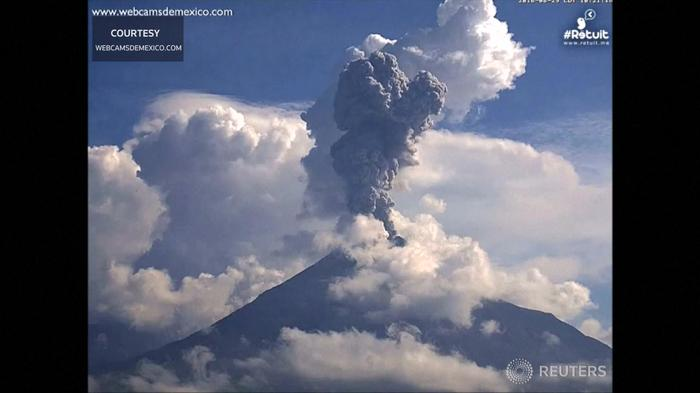 Mexican volcano erupts, filling sky with dark ash