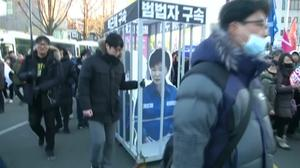 Marchers demand South Korean president's resignation