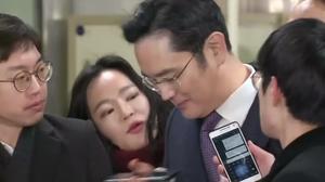 Samsung boss awaits judge's call on his arrest