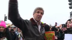 Kerry warmly welcomed during stroll through Women's March