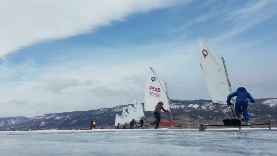 Ice yachters brave the Russian cold