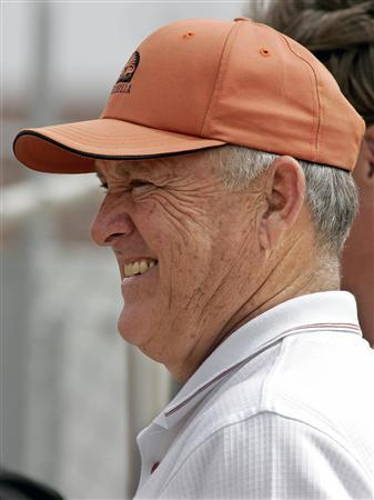 Baseball Hall of Fame pitcher Nolan Ryan watches Roger Clemens pitch to Houston Astros minor leaguers at the Astros' spring training camp in Kissimmee, Florida March 2, 2006. Ryan was admitted to hospital in Texas on Friday for recurring symptoms of a pre-existing medical problem, the minor league team he owns said in a statement. REUTERS/Joe Skipper