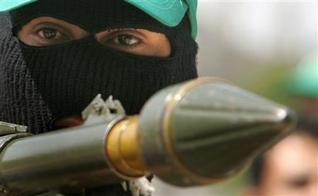 A Hamas member takes part in the funeral of his colleague Mohammed al-Kafarnah, who was killed during clashes between Hamas and Fatah groups, in the northern Gaza strip March 11, 2007. REUTERS/Suhaib Salem
