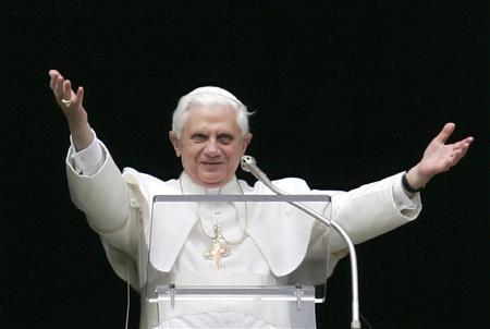 Pope Benedict XVI greets the crowd at the start of his weekly Angelus address over St Peter's square at the Vatican March 11, 2007. Days after Pope Benedict criticized the media for its ''destructive'' influence, the Vatican on Monday announced plans to launch its first television network by the end of the year. REUTERS/Tony Gentile
