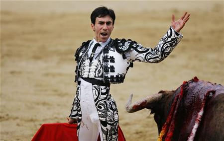 Spanish bullfighter Fernando Cruz while fighting a bull during San Isidro's bullfighting fair at Madrid's Las Ventas bullring, May 13, 2006. Cruz is recovering in hospital after the second bull of Tuesday's corrida caught him in the upper thigh, throwing him into the air, and gored him in the groin once he hit the ground. REUTERS/Susana Vera