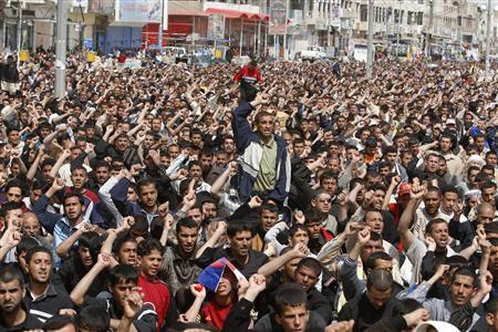 Shi'ite worshippers chant slogans during a demonstration after Friday prayers in Baghdad's Sadr City, March 16, 2007. REUTERS/Kareem Raheem