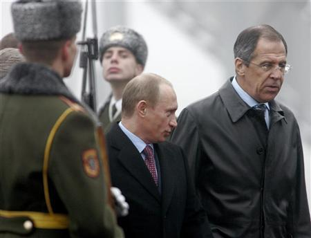 Russian President Vladimir Putin (2nd R) and Foreign Minister Sergei Lavrov arrive at Minsk airport for a Commonwealth of Independent States (CIS) summit November 28, 2006. Russia accused the United States on Wednesday of using Cold War methods to persuade Europe to host an anti-missile shield that Moscow says is a threat to its national security. REUTERS/Vasily Fedosenko
