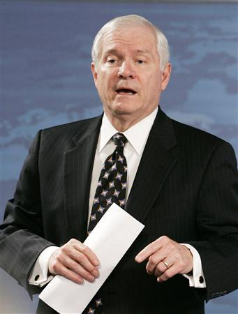 U.S.Secretary of Defense Robert Gates briefs the press at the Pentagon in Washington, March 22, 2007. REUTERS/Larry Downing