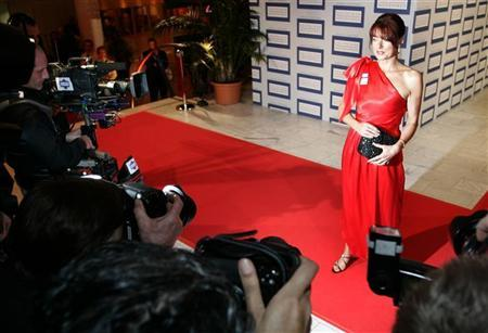 German politician Gabriele Pauli poses for photographers at the 2006 German media award ceremony in Baden Baden, February 7, 2007. Pauli has been attacked by her colleagues for posing in latex gloves for a magazine. REUTERS/Vincent Kessler
