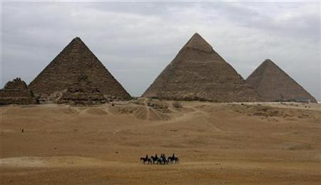 Tourists ride horses in front of Giza pyramids on the outskirts of Cairo January 7, 2007. A French architect said on Friday he had cracked a 4,500-year-old mystery surrounding Egypt's Great Pyramid, saying it was built from the inside out. REUTERS/Goran Tomasevic