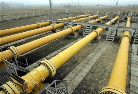 Gas pipelines are seen in the Gazprom gas pumping station near the village of Pisarevskaya, some 280 km (173.9 miles) from the central Russian city of Voronezh December 16, 2005. Leading gas powers on Monday took a step towards setting up an OPEC-style group, but sought to reassure consumer nations it was business as usual for now. REUTERS/Viktor Korotayev