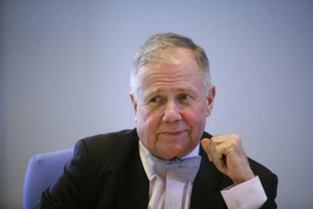 Jim Rogers, author, commodities investor and co-founder Quantum Funds, speaks at the Global Hedge Fund and Private Equity Summit in New York April 10, 2007. REUTERS/Eric Thayer (UNITED STATES)