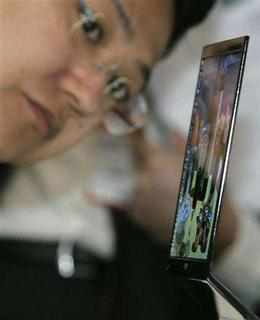 A visitor looks at Sony Corp.'s organic light-emitting diode (OLED) 11-inch TV at Display 2007 in Tokyo April 11, 2007. REUTERS/Kim Kyung-Hoon