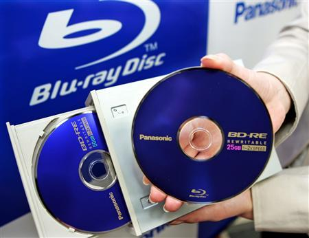 Matsushita Electric Industrial Co.Ltd., best known for its Panasonic brand, displays the new Blu-ray Disc drive for personal computers and Blu-ray discs in Tokyo, in this April 21, 2006 file photo. Of the high-definition discs bought by consumers in the first quarter, 70% were in the Blu-ray Disc format and 30% were HD DVD, according to sales figures provided by trade publication Home Media Magazine. REUTERS/Toshiyuki Aizawa
